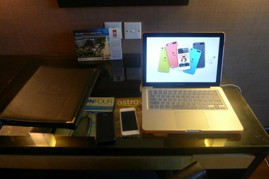 Swiss-Garden Beach Resort Kuantan: Workstation with my PC already set up