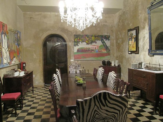 Villa Herencia:                   The well appointed dining room.
