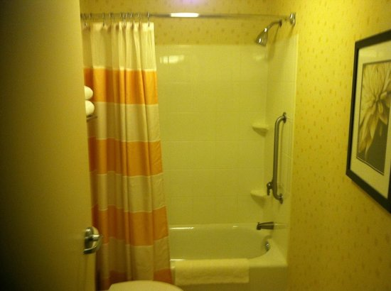 SpringHill Suites Richmond Northwest:                   Bathroom