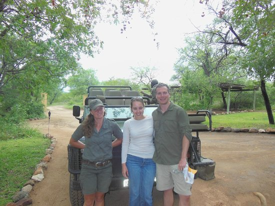 Toro Yaka Bush Lodge:                   Our farewell photo...for now
