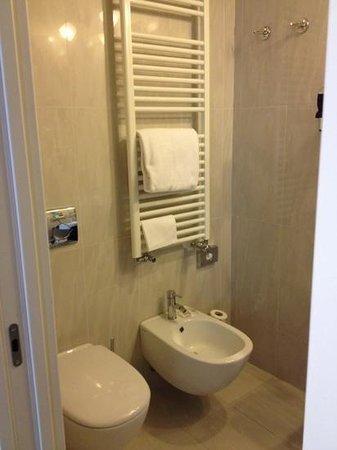 Mercure Milano Solari: bathroom is good