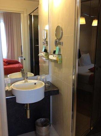 Mercure Milano Solari: bathroom