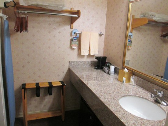 BEST WESTERN PLUS El Rancho Inn: Bathroom