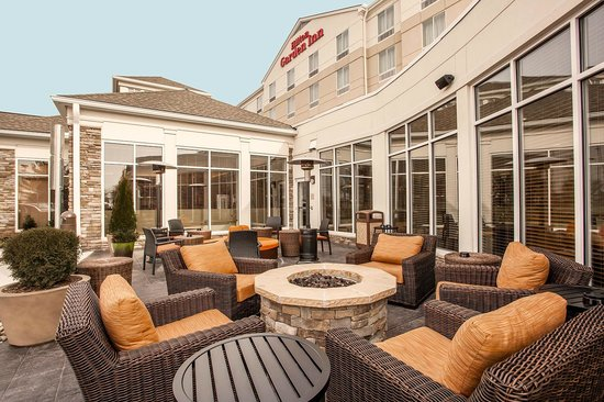 Hilton Garden Inn Valley Forge/Oaks : Oudoor Patio area with fire pit
