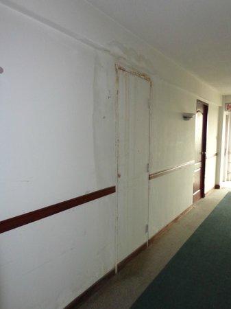 Ayothaya Riverside Hotel:                   Hallway outside my room