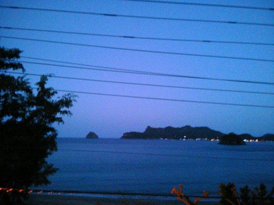 Hotel Horizon :                   beach