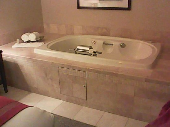 Ameristar Casino Hotel Council Bluffs:                   In the room! so refreshing and relaxing..had a great time