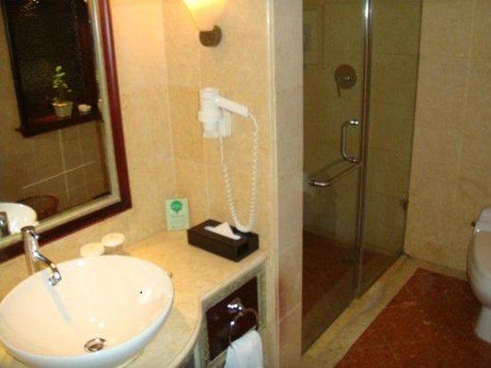 بكين نيوز بالازا هوتل: Bathroom