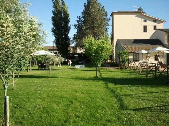 Residenza Porta Guelfa:                   Il parco curatissimo