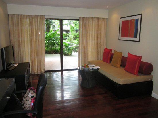 Novotel Phuket Surin Beach Resort.:                   Living Room