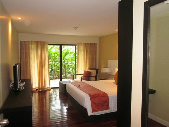 Novotel Phuket Surin Beach Resort.:                   Bedroom