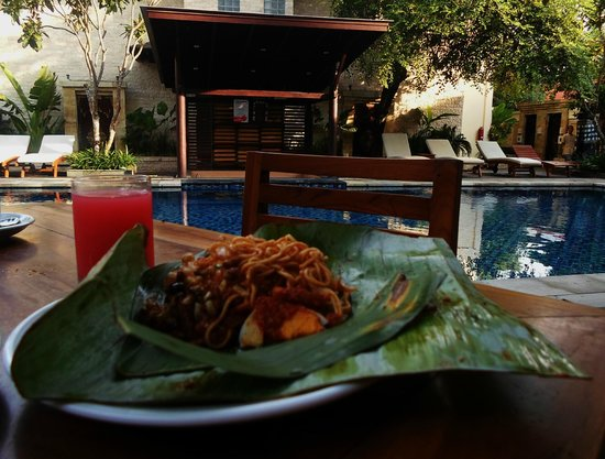 BEST WESTERN Kuta Villa: Breakfast Poolside