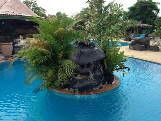 Amoa Resort:                   pool garden