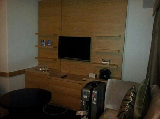 Grand Prince Hotel New Takanawa: Corner seating/lounge area with built in safe, mini fridge, TV with VOD & more