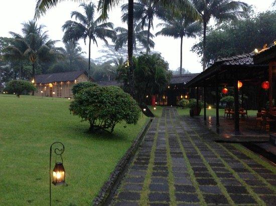 MesaStila Resort and Spa :                   Area outside Java Red