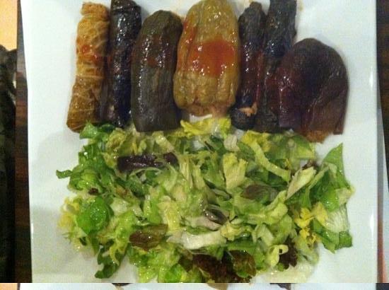 Restaurant Pinar:                   inoltini vegetariani e verdura ripiena, con insalata.