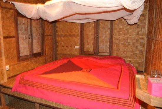 Lisu Lodge: literie avec moustiquaire