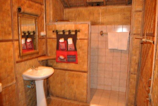 Lisu Lodge: salle de bain