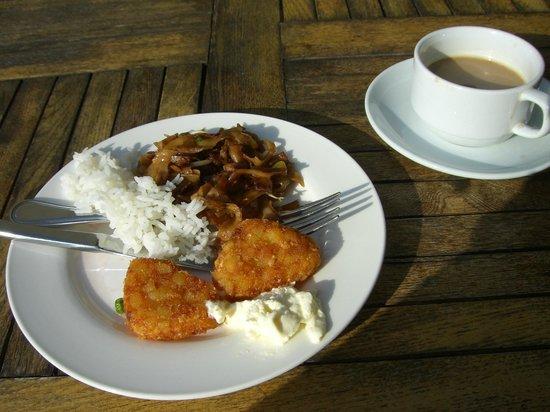 V Hotel Lavender:                   Mein Fruehstueck! Gibt aber natuerlich aus Toast und Cornflakes              