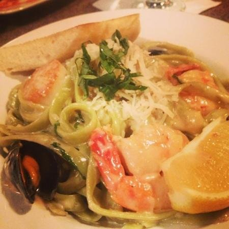 Crush on Victoria Saute and Grill : seafood Fettucine