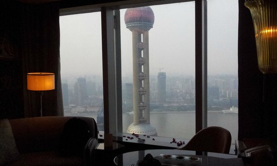 The Ritz-Carlton Shanghai, Pudong:                   close to the window