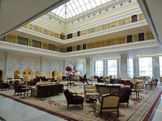 The Regency Kuwait: Lobby