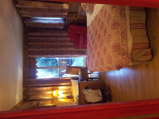 Hotel Les Bains:                   комната Cosy с одной кроватью, номер 111