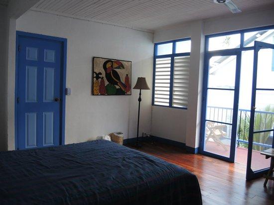 Hotelito El Coco Azul:                   view of room towards verandah