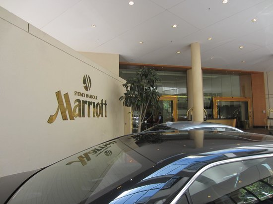 Sydney Harbour Marriott Hotel at Circular Quay:                   Marriott carport