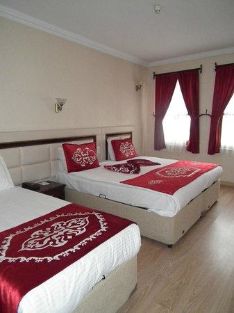 Sarnic Hotel: Bedroom of first room.
