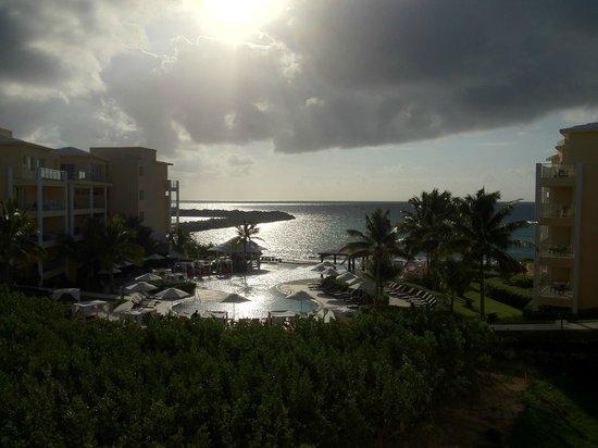 Now Jade Riviera Cancun Resort & Spa:                                     繁忙期ではなかったからか、無料で部屋をグレードアップしてもらえました!LOOK JTB様 ユニエクスプレス社様に感謝!