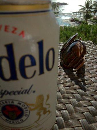 Now Jade Riviera Cancun:                                     部屋のバルコニーでmodelo(ビール)を飲みながらのんびり。