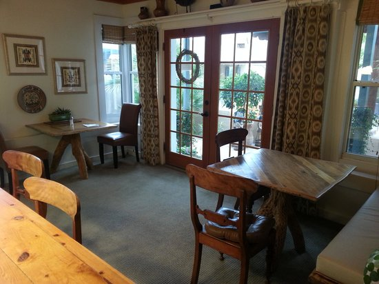 Rancho Sonora Inn:                   Breakfast Room