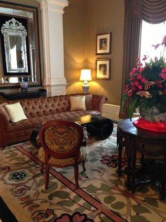 Eastern & Oriental Hotel:                   lobby lounge