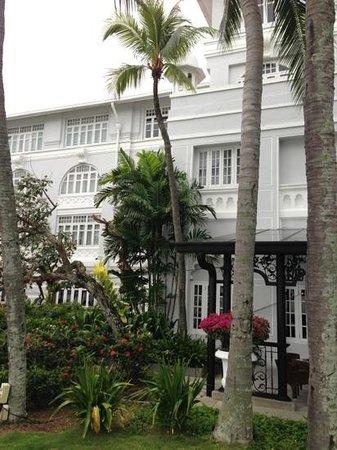 Eastern & Oriental Hotel:                   facade1