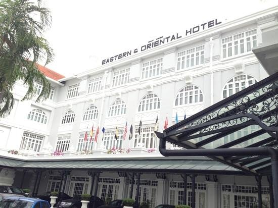 Eastern & Oriental Hotel:                   entrance to hotel