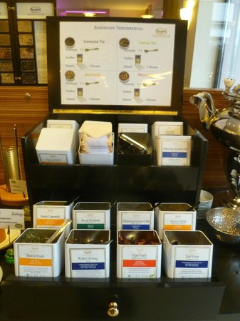 Boutique Hotel Stadthalle: Tea selection at breakfast