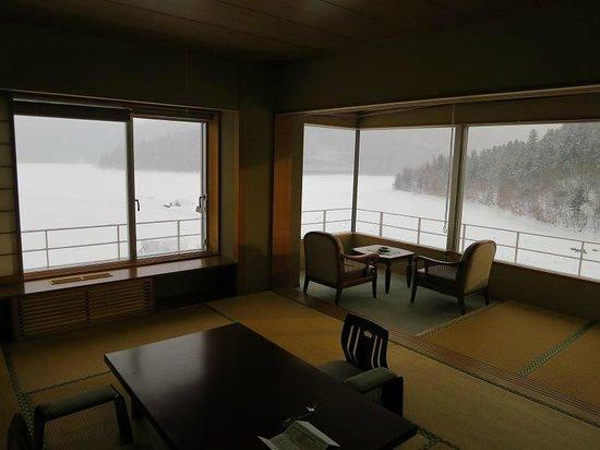 Hotel Fusui:                   特別室の窓の造り