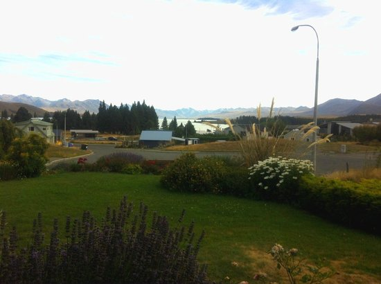 Lake Tekapo Holiday Homes:                   Living room view