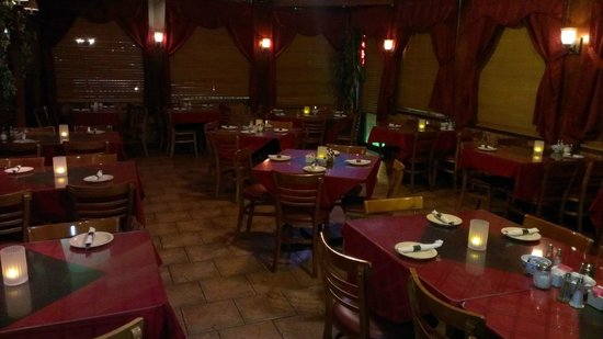 Napolis Pizza & Restaurant: dining room