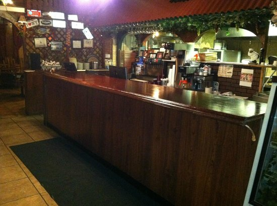 Napolis Pizza & Restaurant: front bar