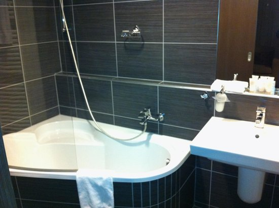 Hotel Regnum Residence:                   Bathroom