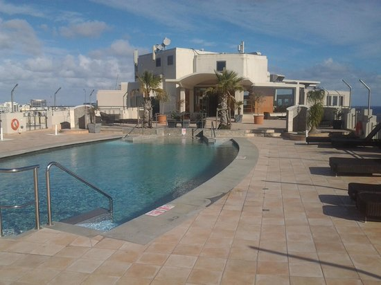 Le Meridien St. Julians:                   Rooftop pool