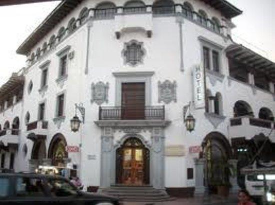 Hotel Colonial:                   imponente