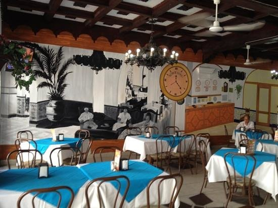 Hotel Colonial:                   mural en el restaurant