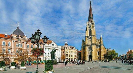 The Name of Mary Church:                   De kerk domineert het stadscentrum