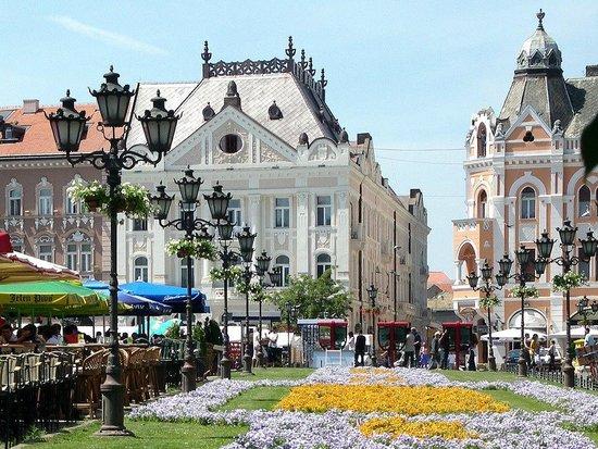 The Name of Mary Church:                   Trg Slobode - Liberty Square waar de kerk aan ligt