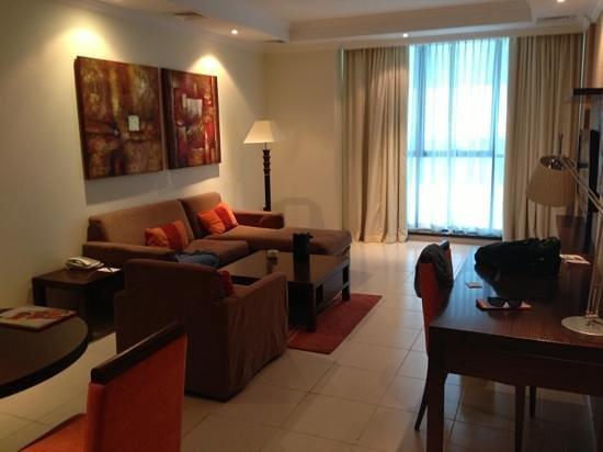 Abidos Hotel Apartment - Al Barsha:                                     salon d'une chambre