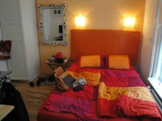 Pension De Laurier:                   the bed