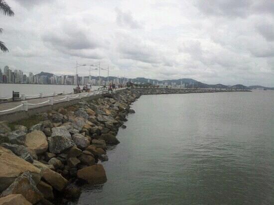 Molhe - Barra Sul :                   El sendero al centro del mar